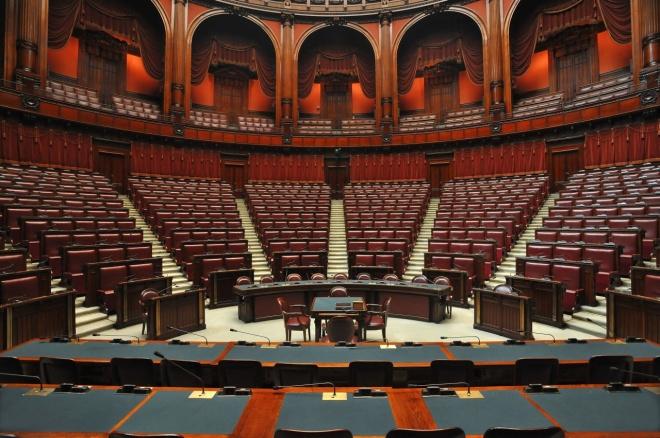 Autoscatto in parlamento gennaro carotenuto for Funzioni della camera dei deputati
